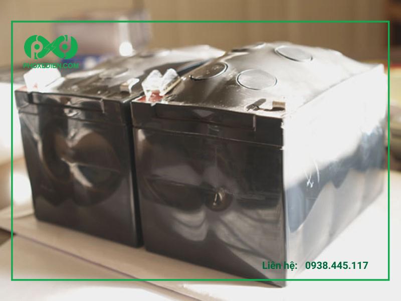 Những dấu hiệu phổ biến nhận biết ắc quy bị hỏng ngoài việc bị phồng dễ nhận thấy, có thể dựa vào các tia ửa phát ra khi nối dây. Nếu tia lửa bị xanh thì ắc quy đang gặp vấn đề cần kiểm tra.